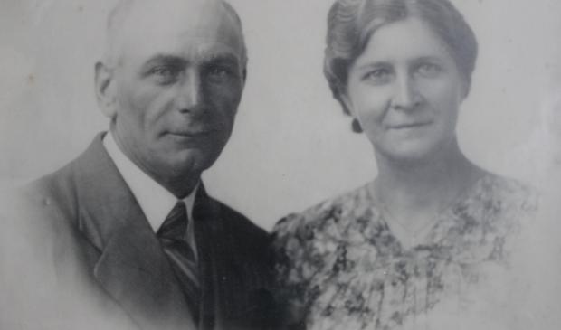 Jan Hendrik Cretier samen met zijn vrouw Jozina Cretier van Tilburg.