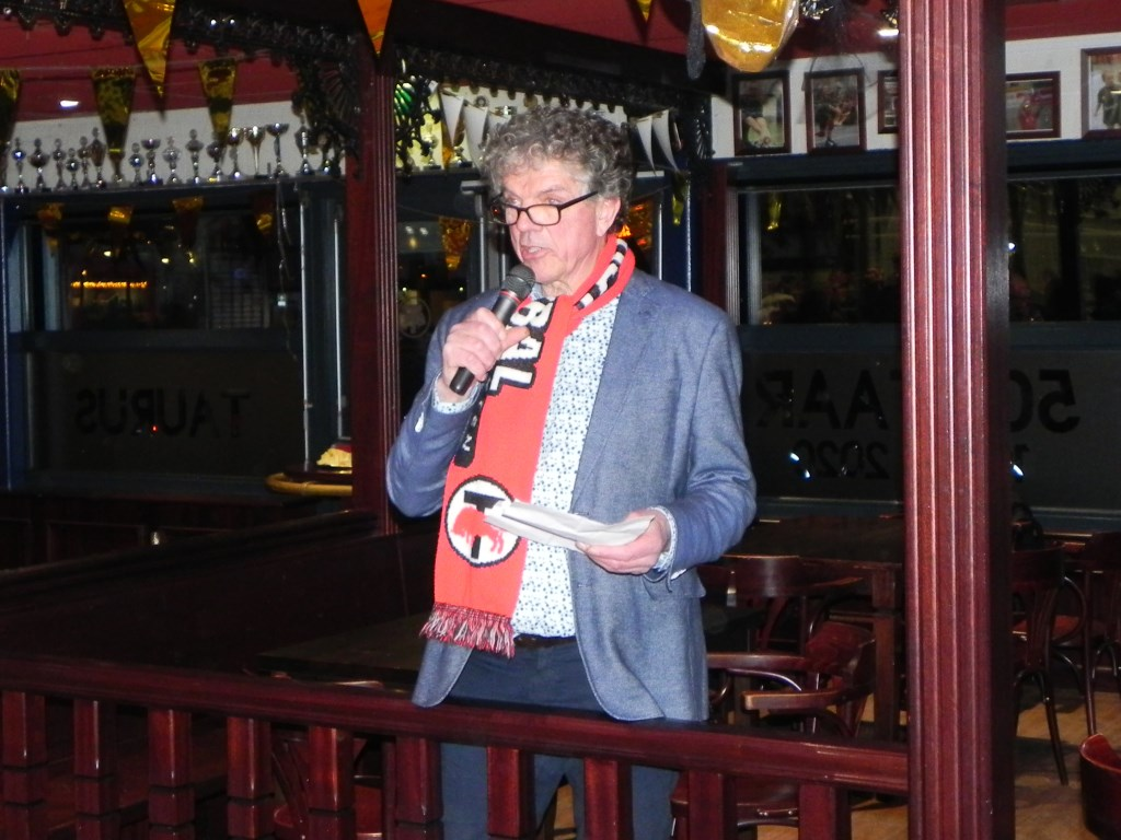 Ex-voorzitter Cees Lutz trad op als spreekstalmeester. Richard Thoolen © BDU media