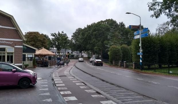 <p>De &#39;slinger&#39; in de weg bij restaurant De Waldhoorn in het centrum van Otterlo.</p>