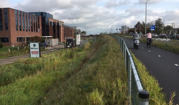 <p>Het tijdelijke fietspad langs de Oranjebaan naar de Amstelbrug.</p>