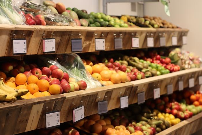 Naast veel vers uiteraard ook het vertrouwde groenten- en fruitaanbod