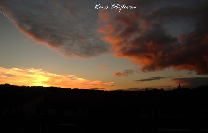 De zonsondergang, met prachtige wolken