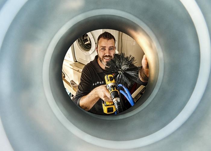 Ventilatiesysteem wordt schoongemaakt door Feenstra