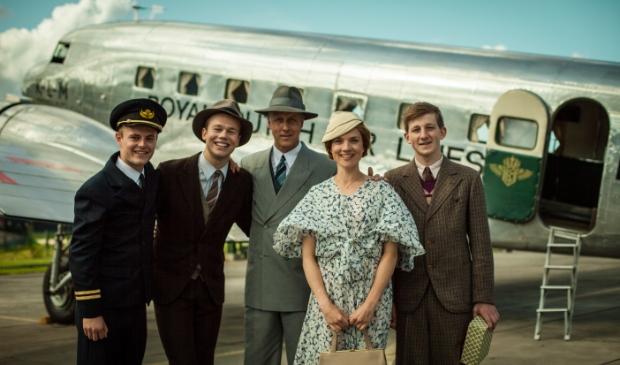 <p>&nbsp;In de Nederlandse serie Vliegende Hollanders staan de begindagen van de commerci&euml;le luchtvaart centraal</p>