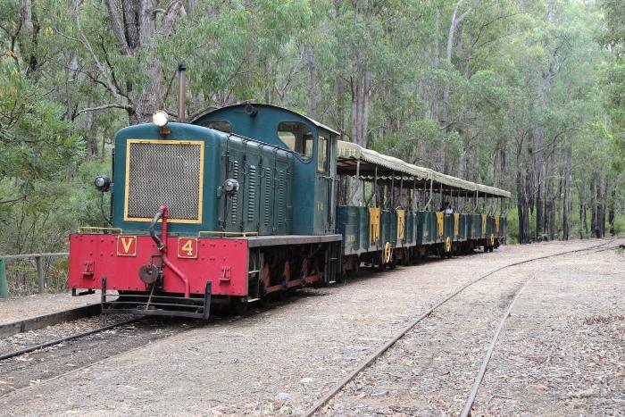 Australie, de trein rijdt op een zijspoor