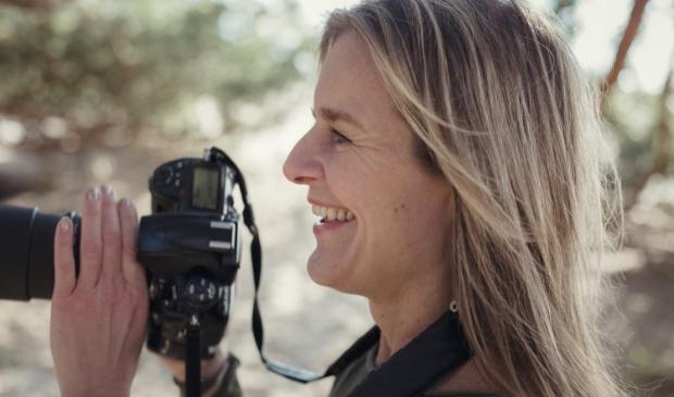 <p>Fotografe Wendy Bos in actie.</p>