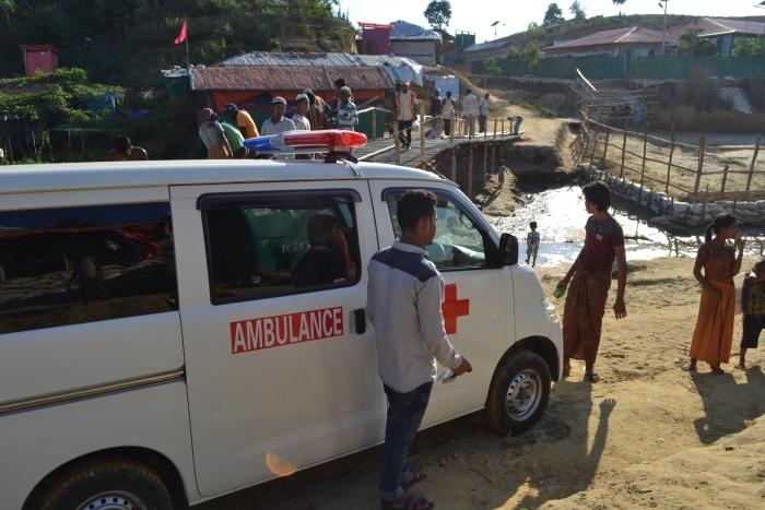 Ambulance in actie in het vluchtelingenkamp MIVA © BDU media