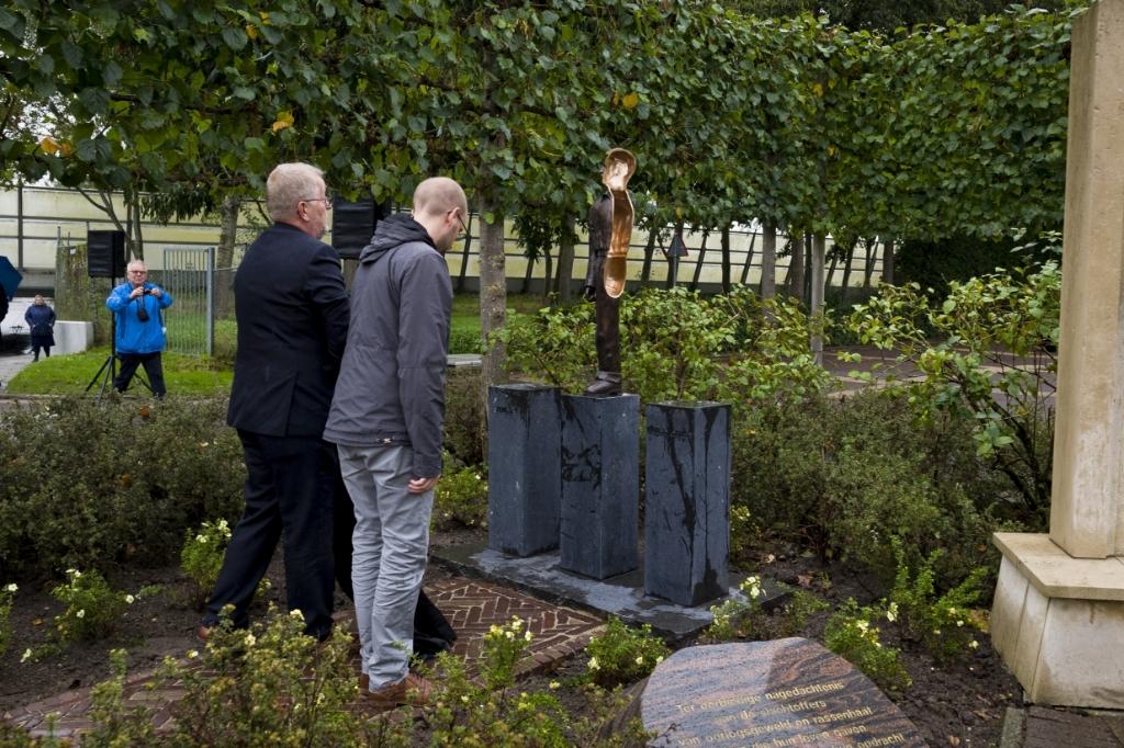 Onthulling kunstwerk Merwedegijzelaars Hardinxveld Richard van Hoek © BDU media