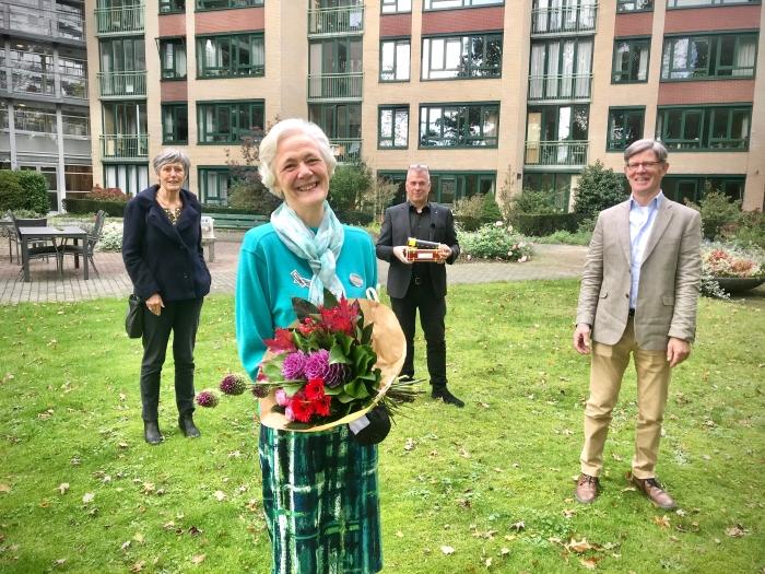 Irene Vriens ontvangt de Prijs van de Maatschappij!