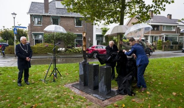 Onthulling kunstwerk Merwedegijzelaars Sliedrecht Richard van Hoek © BDU media