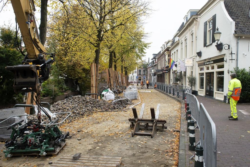 <p>Werkzaamheden aan de Zuidsingel.</p> Foto Rinus van Denderen © BDU media