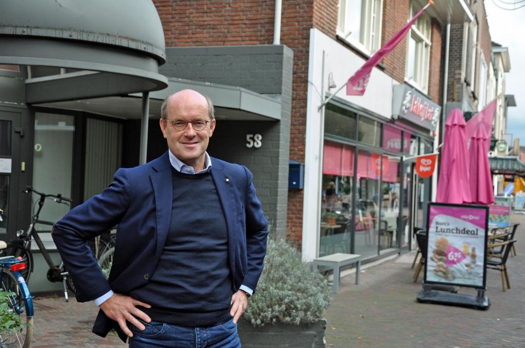 <p>Dick Naafs voor Laanstraat 58.</p> Hans Veltmeijer © BDU media