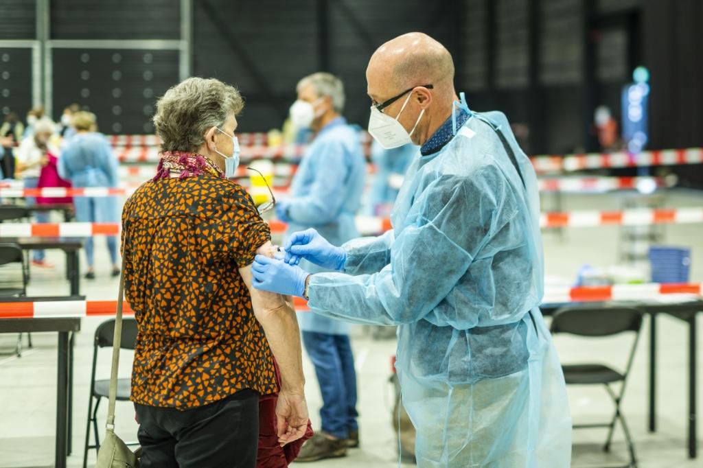 <p>Huisartsenpraktijk Asklepios hield zaterdag een griepprikdag in de Midden Nederland Hallen.<br><br></p> <p>Pauw Media</p> © BDU media