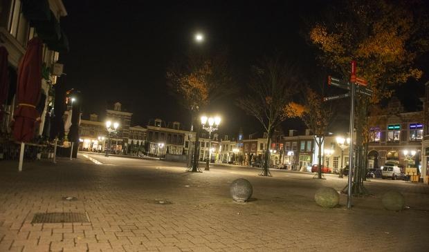<p>De stad in de avond tijdens de tweede golf.</p>