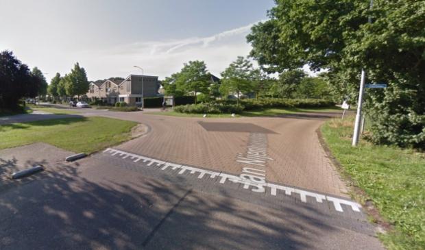 <p>De Jan Nijenhuisstraat bij de kruising met de Verzetslaan.</p>