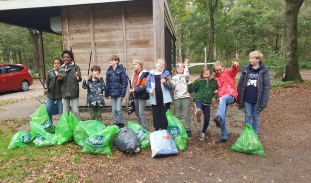 <p>Basisschoolleerlingen van Maupertus uit Driebergen ruimden vrijdagochtend zwerfafval en plastic op in het Doornse Gat.</p>