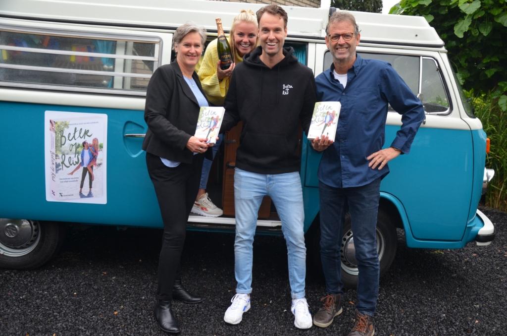 Joost en Viora trekken met een VW bus het land door Ali van Vemde © BDU media