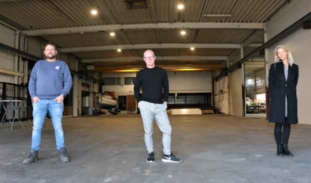 <p>In de hal van de teststraat, vlnr: Van Zeggelaar, Hiemstra en Kuiper.</p>