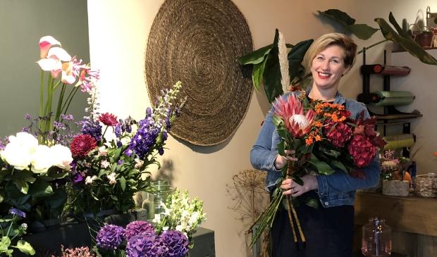 <p>Aritha van de Braak van Heart of Flowers wil nooit meer ergens anders werken dan in het leuke pandje aan de Dorpsstraat in Doorn.</p>
