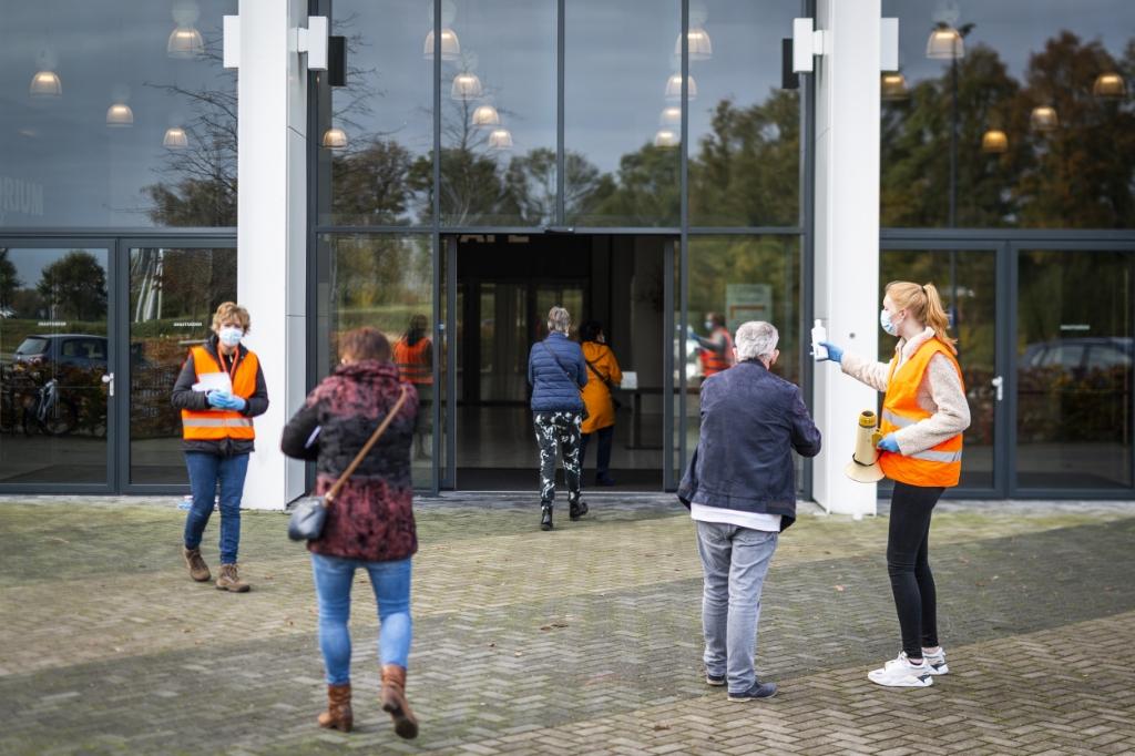 Huisartsenpraktijk Asklepios hield zaterdag een griepprikdag in de Midden Nederland Hallen.<br><br> Pauw Media © BDU media