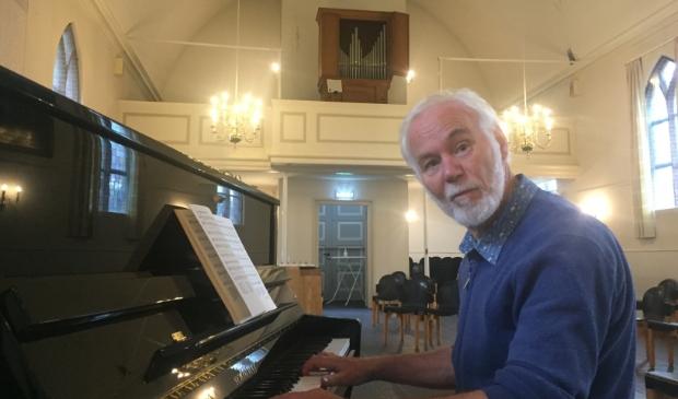 <p>Dick van der Niet speelt graag muziek van Barnard. Muziek is voor hem een ontdekkingstocht. ,,Het beroert je, het ontroert je.&quot;</p>