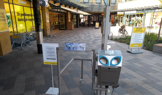 Supermarkten nemen hygiënemaatregelen voor de veiligheid van hun klanten, zoals de Jumbo in De Hamershof. Supermarkten mogen de komende tijd op zondag al vanaf 9.00 uur open.