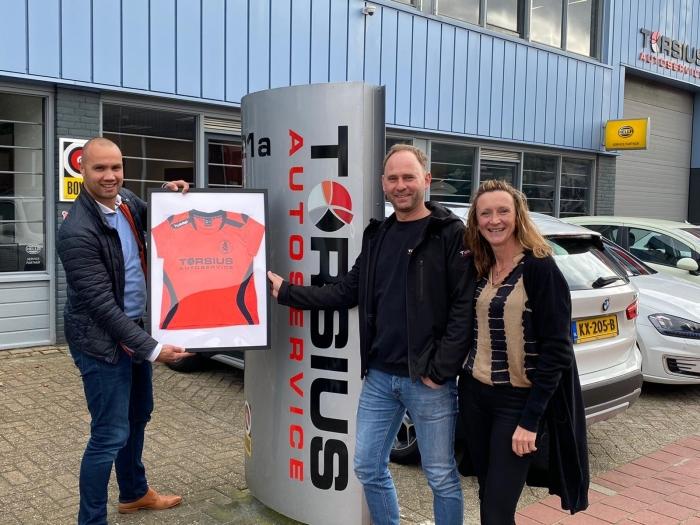 Gerhard en Talitha Torsius en Jelle Jaap van Hoff namens Sparta Nijkerk 35+.