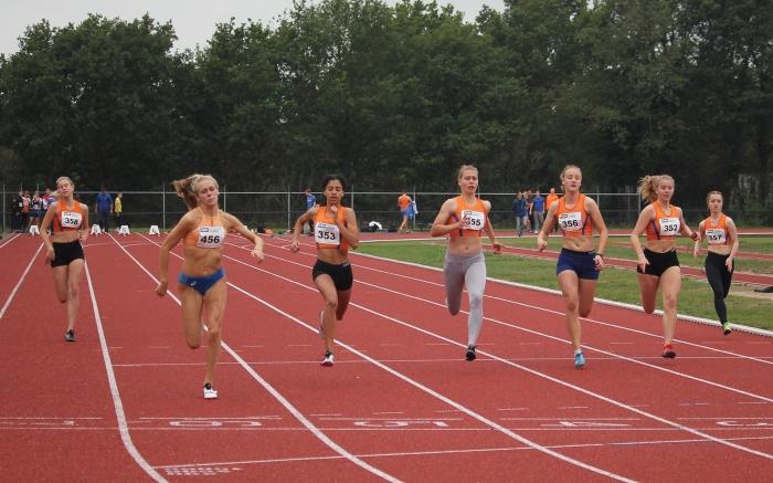 Start 100 meter sprint voor vrouwen. Peter Navarro/Climax © BDU Media