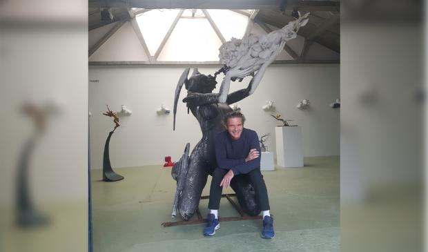 <p>Het beeld staat inmiddels weer in de expositieruimte van Kunsthuis Glue.&nbsp;</p>