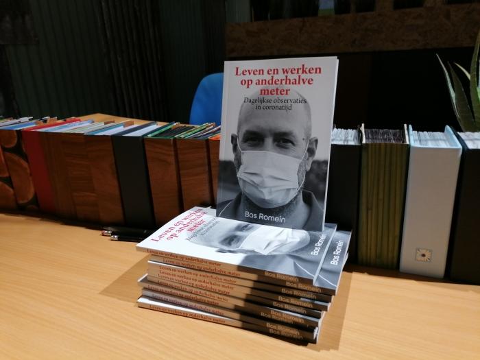 'Leven en werken op anderhalve meter' is vanaf vrijdag in Soester boekwinkels te koop Peter Beijer © BDU media