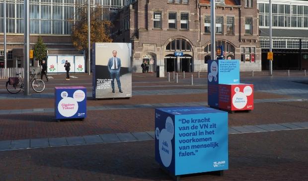 <p>Op het stationsplein in Haarlem staat een expositie als onderdeel van het landelijk initiatief &lsquo;75 jaar VN in 75 verhalen&rsquo; </p>