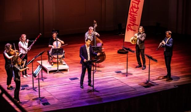 <p>Speciaal voor het orkest Pynarello en bariton Henk Neven schreef pianist en componist Thomas Beijer een nieuw arrangement Verre Liefde.</p>