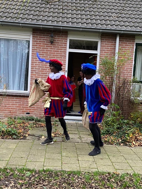 <p>Overal in het dorp liepen Pieten </p> <p>Marion Idema-Weijman </p> © BDU media