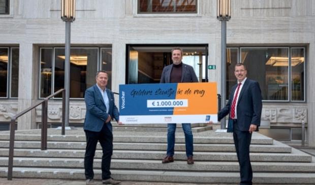 <p>Edwin Bomers (voorzitter HISWA-RECRON Gelderland), Sander Wind (voorzitter KHN Gelderland) en Peter van &#39;t Hoog (gedeputeerde provincie Gelderland).</p>