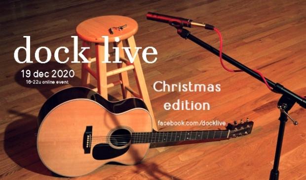 gitaar en microfoon op een podium