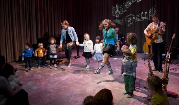 <p>Het liedjesprogramma over Sinterklaas in interactieve voorstelling voor kinderen.</p>