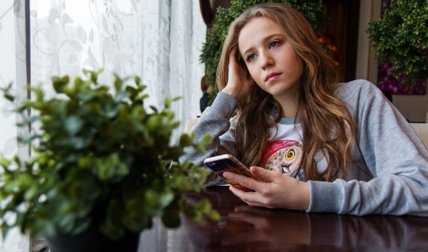 Steeds meer jongeren in Ede vervelen zich en voelen zich eenzaam, stelt Gemeente Ede.