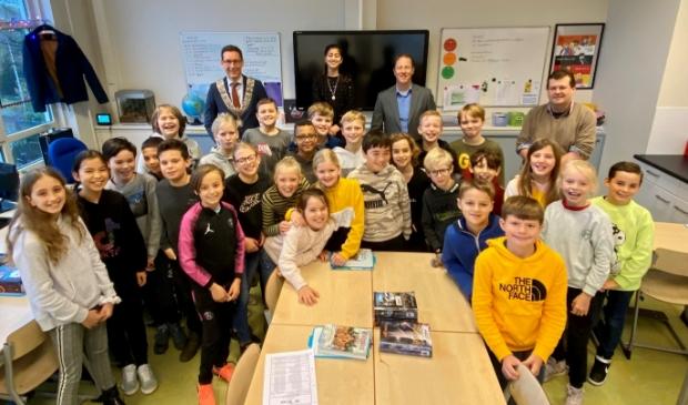 <p>Groep 7 van de Piet Heinschool ontvangt de burgemeester.</p>