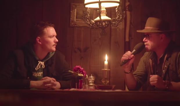 <p>Bram Krikke in gesprek met de Veluwse verhalenverteller Marti Jansen.</p>