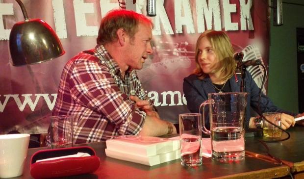 Twee beroemde schrijvers uit Altena: Marieke Lucas Rijneveld en Jan van Mersbergen.