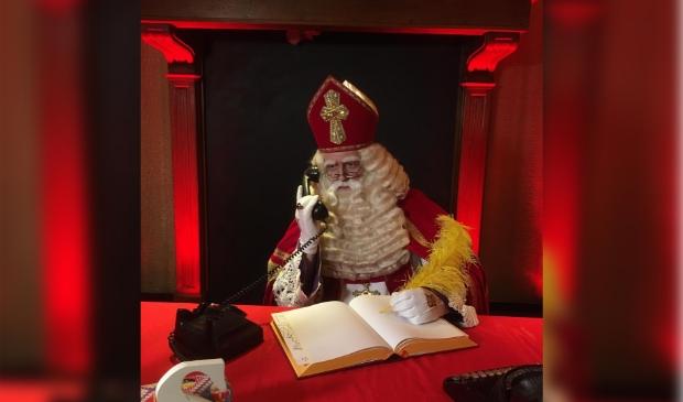<p>Sinterklaas in gesprek met burgemeester Ruud van Bennekom</p>