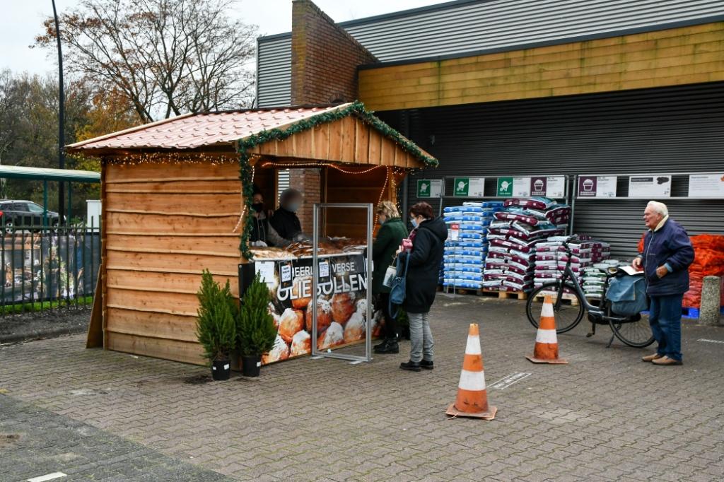 <p>De blokhut op de parkeerplaats bij de Welkoop.</p> <p>Tim van Donkersgoed</p> © BDU media