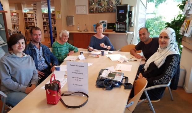 <p>Het Taalcaf&eacute; in de bibliotheek van Hoevelaken</p>