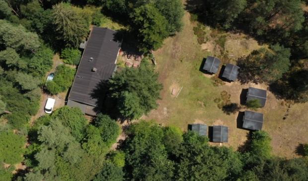 <p>Luchtopname van het omstreden kampeerterrein aan de Doornseweg.</p>