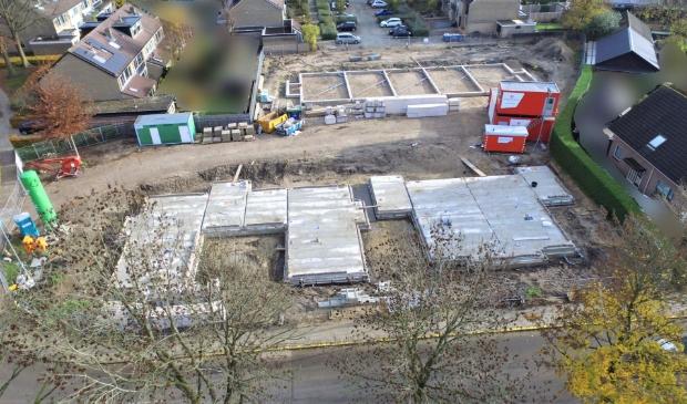 <p>De eerste contouren van de woningen zijn inmiddels zichtbaar op de oude locatie van de Koningin Julianaschool in Barneveld.</p>