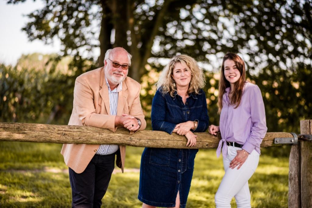 <p>Nick Breur krijgt op kantoor versterking van Christa van Hunnik en Anne Schermers</p> Anne vdl Fotografie © BDU media