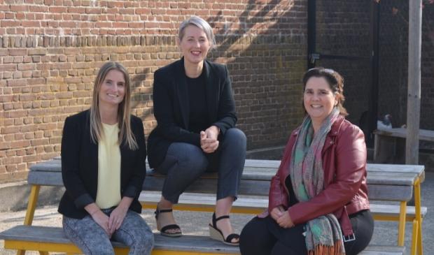 <p>Kim Berkeloo (zorgadviseur), Eva Smit en Daniëlle van der Steen (medewerkers zorgadministratie) .</p>
