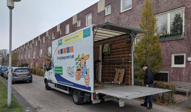 <p>Met vier vrachtauto&rsquo;s haalt Kringloopcentrum Amersfoort Leusden dagelijks spullen op in de regio</p>