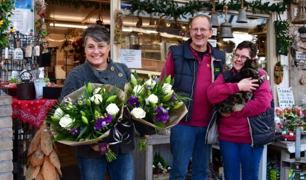 Raadslid Jolanda Nijeboer bij bloemisterij Alie Ham in Nijkerkerveen