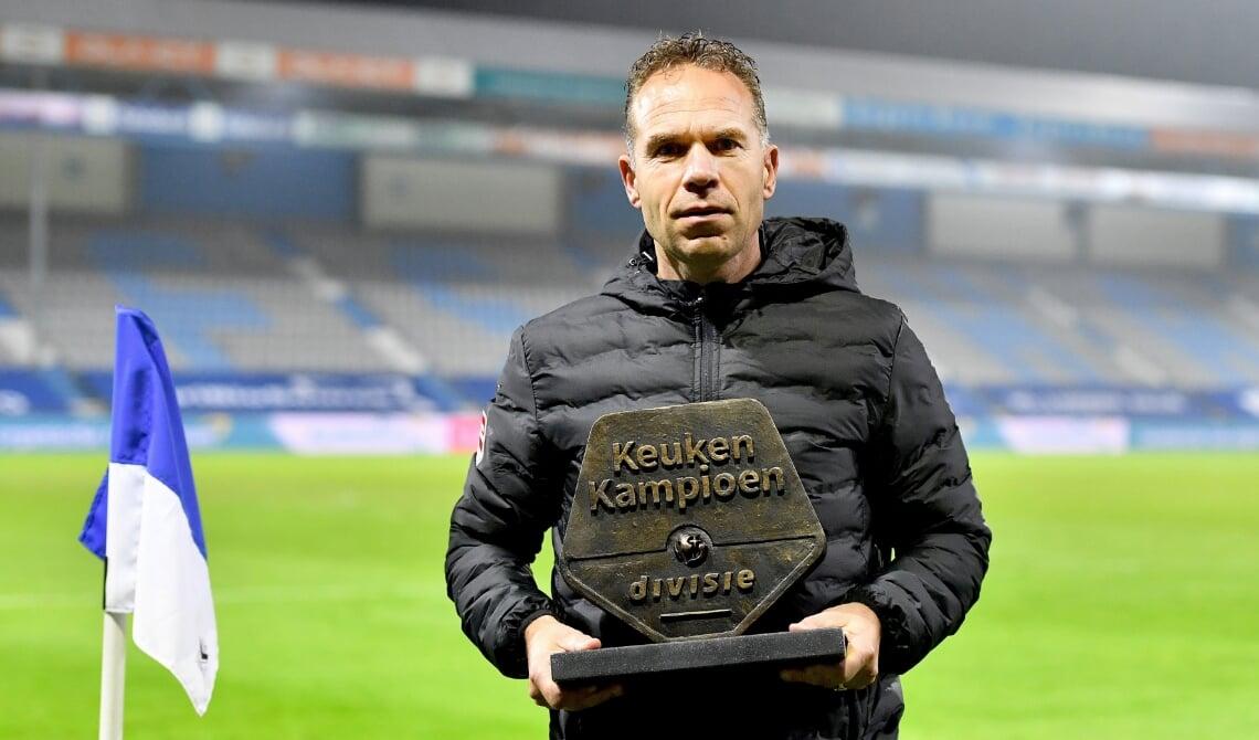 Henry Snetselaar Bronzen Schild Is Bij Elke Keuken Kampioen Divisie Club Geliefd Edestad